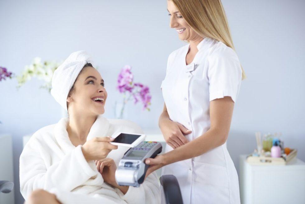 zadowolony Klient to efekt swiadomego zarzazdania doswiadczeniem Klienta Customer Experience Management z ProOptima